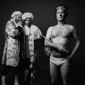 Is hedendaagse kunst= Nieuwe kleren voor de keizer, bron internet.artikel Rita Koolstra